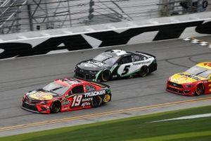 Martin Truex Jr., Joe Gibbs Racing, Toyota Camry Bass Pro Shops, Kyle Larson, Hendrick Motorsports, Chevrolet Camaro NationsGuard