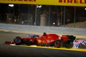 Charles Leclerc, Ferrari SF1000 with broken front suspention after a first lap crash