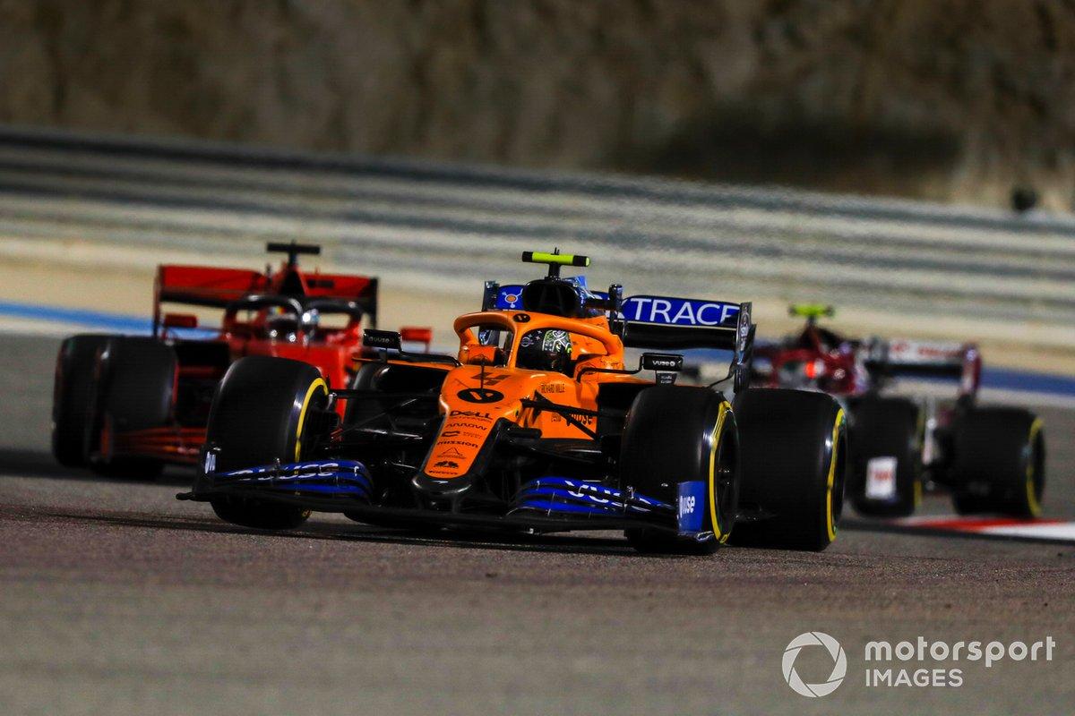 Lando Norris, McLaren MCL35, Sebastian Vettel, Ferrari SF1000, e Antonio Giovinazzi, Alfa Romeo Racing C39