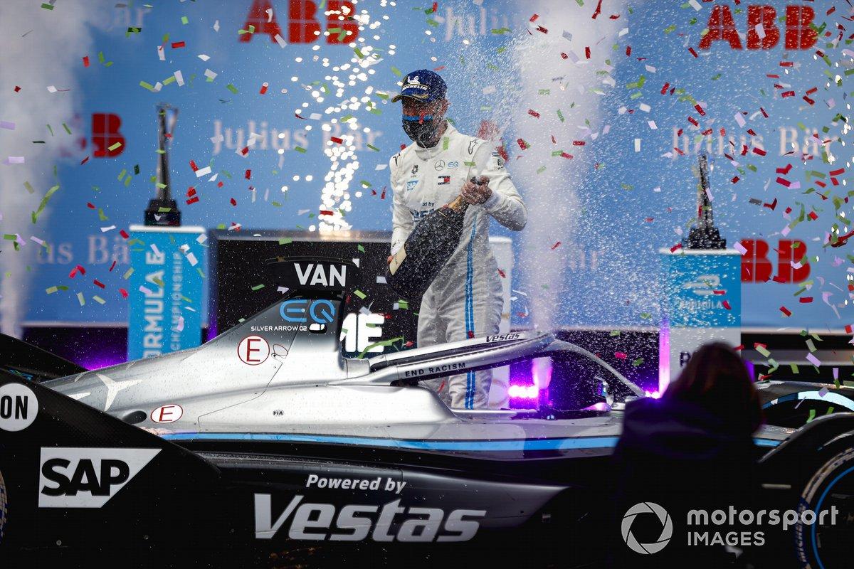 Ganador de la carrera Stoffel Vandoorne, Mercedes-Benz EQ
