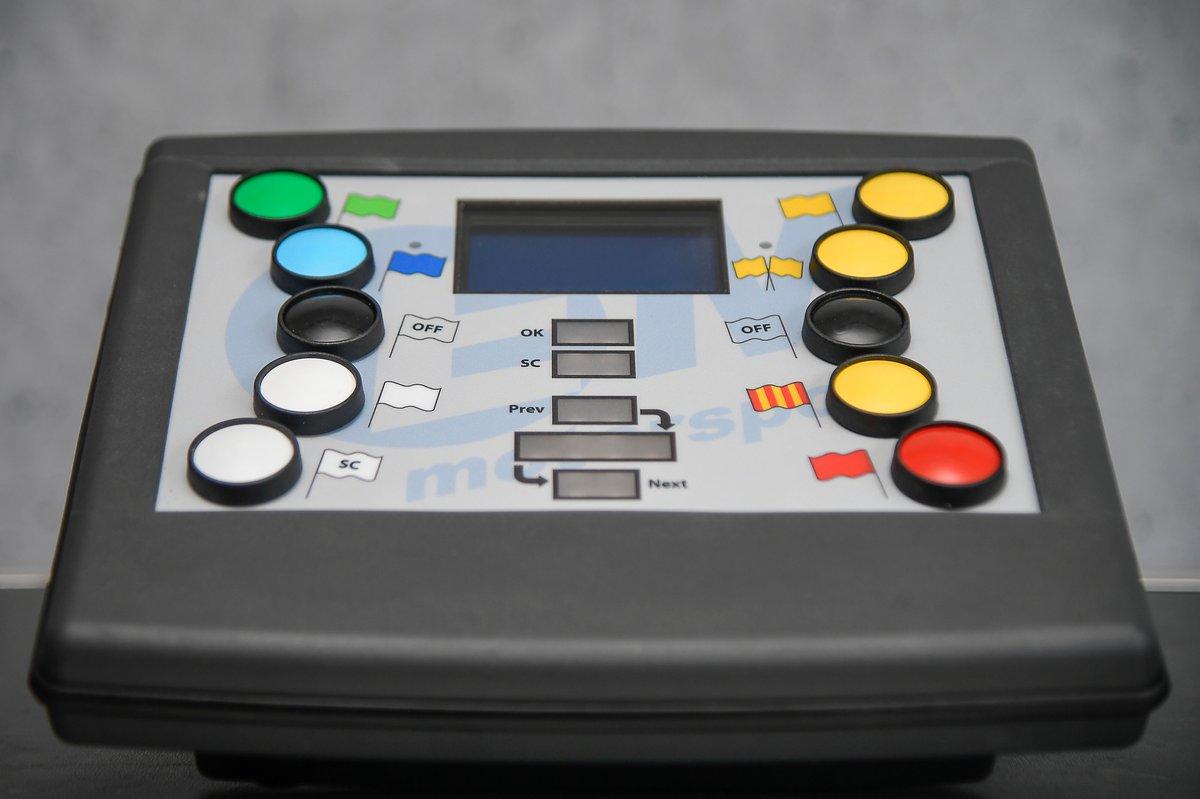 La console permettant de choisir les drapeaux à afficher en piste