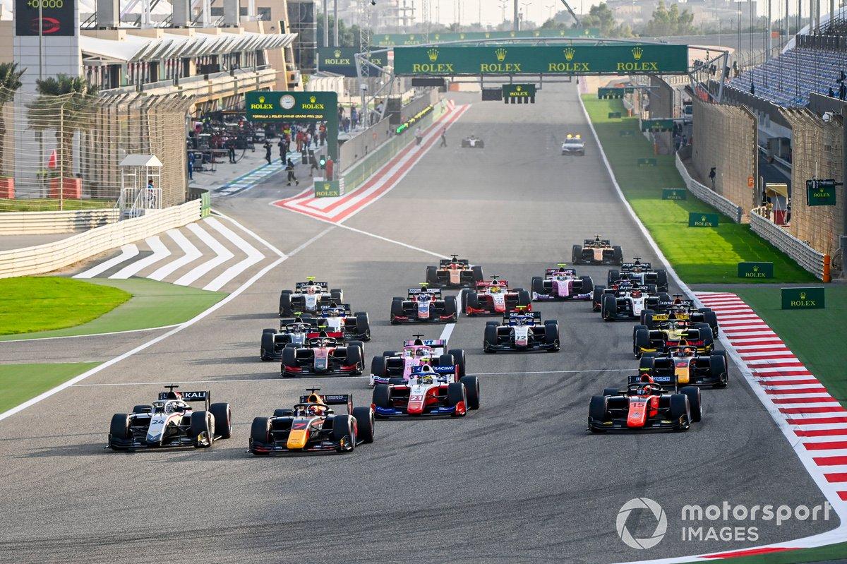 Yuki Tsunoda, Carlin, Nikita Mazepin, Hitech Grand Prix, Robert Shwartzman, Prema Racing e Felipe Drugovich, MP Motorsport alla partenza di Gara 1