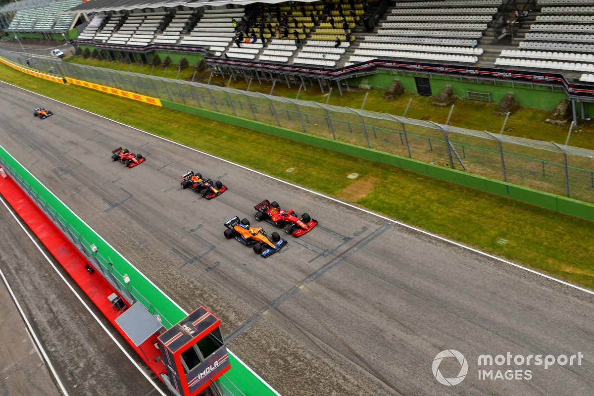 Salida Charles Leclerc, Ferrari SF21, Lando Norris, McLaren MCL35M, Sergio Pérez, Red Bull Racing RB16B, Carlos Sainz Jr., Ferrari SF21