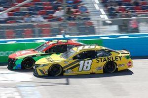 William Byron, Hendrick Motorsports, Chevrolet Camaro Axalta, Kyle Busch, Joe Gibbs Racing, Toyota Camry STANLEY