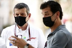 Guenther Steiner, Team Principal, Haas F1, with Mark Webber
