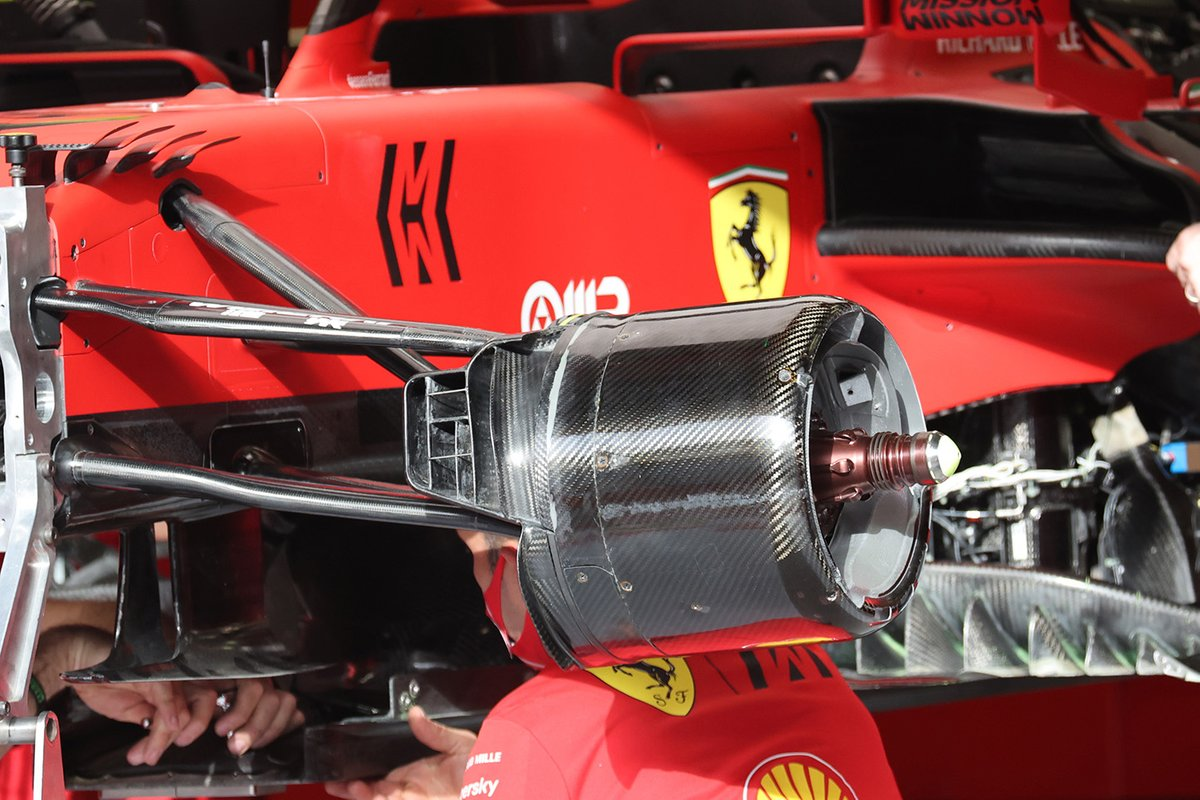 Detalle del tambor de freno delantero del Ferrari SF21