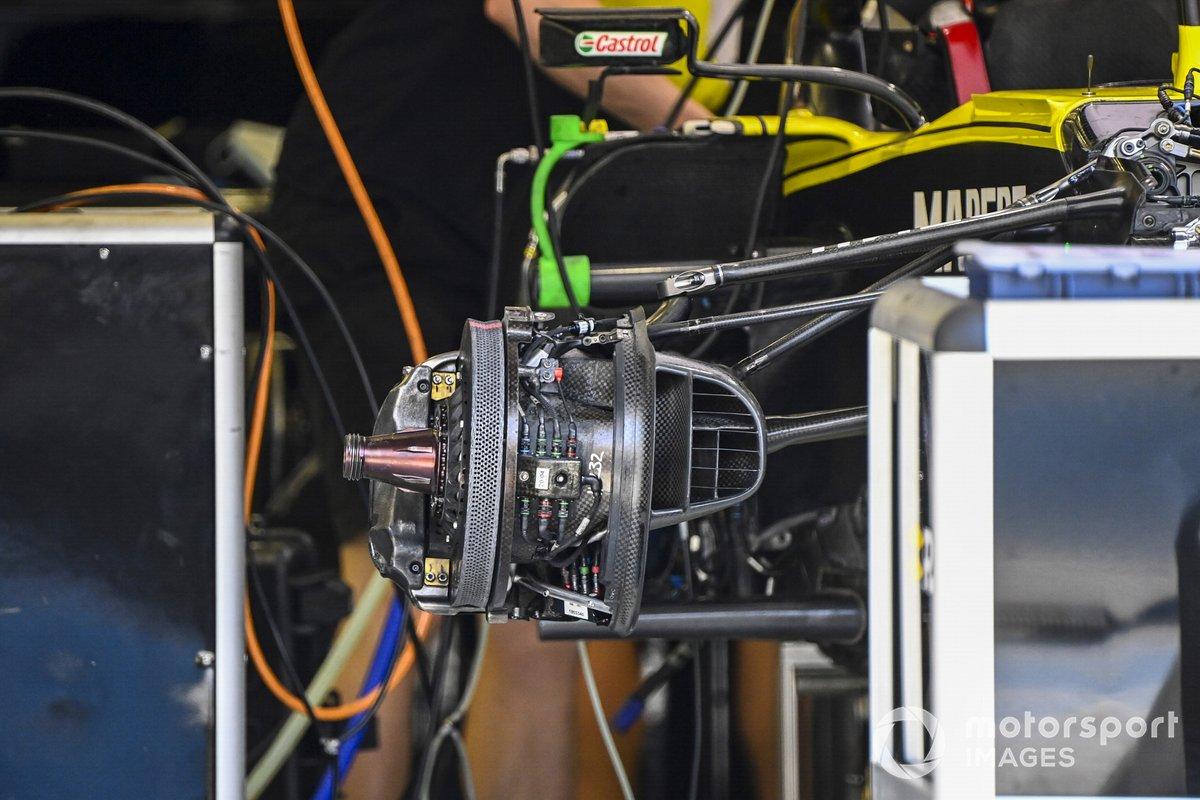 Eje de la rueda y detalle de los frenos de Renault