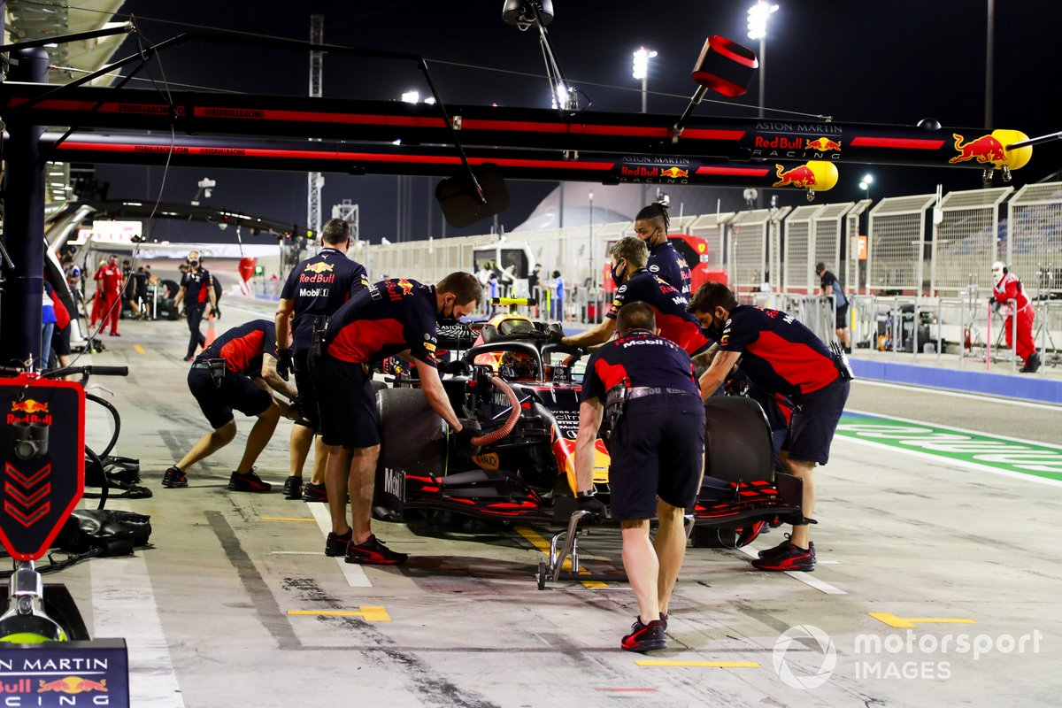 Alex Albon, Red Bull Racing RB16, in the pits