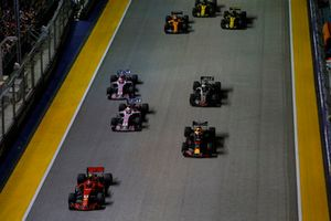 Kimi Raikkonen, Ferrari SF71H, leads Daniel Ricciardo, Red Bull Racing RB14, Sergio Perez, Racing Point Force India VJM11, Esteban Ocon, Racing Point Force India VJM11, Romain Grosjean, Haas F1 Team VF-18, Fernando Alonso, McLaren MCL33, Carlos Sainz Jr., Renault Sport F1 Team R.S. 18, and Nico Hulkenberg, Renault Sport F1 Team R.S. 18, at the start