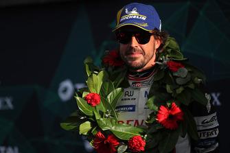 Podium: winnaar #8 Toyota Gazoo Racing Toyota TS050: Fernando Alonso