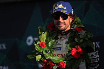 Podium: vainqueur #8 Toyota Gazoo Racing Toyota TS050: Fernando Alonso