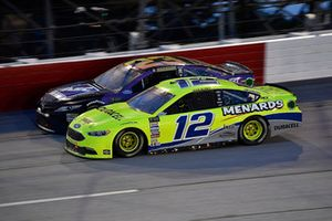 Ryan Blaney, Team Penske, Ford Fusion Menards/Duracell e Joey Gase, BK Racing, Toyota Camry Sparks Energy