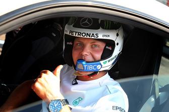 Valtteri Bottas, Mercedes AMG F1 en un AMG Mercedes