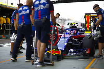 Pierre Gasly, Scuderia Toro Rosso STR13, makes a stop during practice