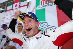 Bashar Mardini, GDL Racing, festeggia sul podio