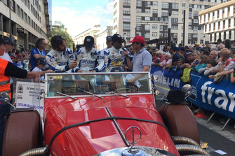 Roberto Lacorte, Giorgio Sernagiotto, Felipe Nasr, Cetilar Villorba Corse, nella sfilata dei piloti