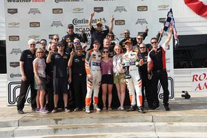 #54 CORE autosport ORECA LMP2, P - Jon Bennett, Colin Braun and crew