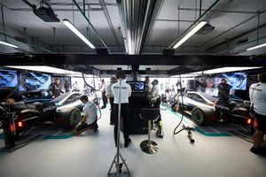 Valtteri Bottas, Mercedes AMG F1 W09, et Lewis Hamilton, Mercedes AMG F1 W09