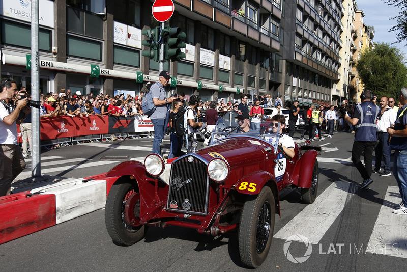 Charles Leclerc, Alfa Romeo Sauber F1 Team in vintage car