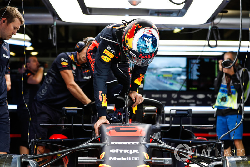 Daniel Ricciardo, Red Bull Racing, climbs into his car