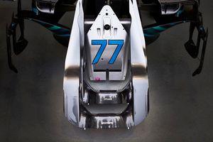 Le numéro 77 de Valtteri Bottas, Mercedes AMG F1, sur une pièce de carrosserie
