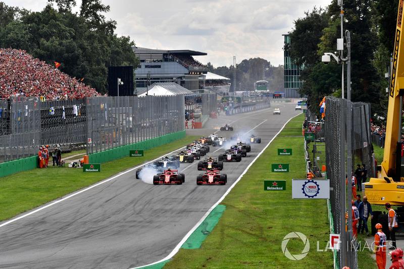 Sebastian Vettel, Ferrari SF71H y Kimi Raikkonen, Ferrari SF71H lideran al inicio de la carrera