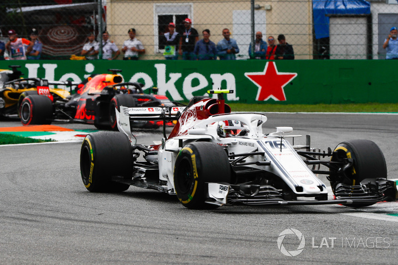 Charles Leclerc, Sauber C37, leads Daniel Ricciardo, Red Bull Racing RB14