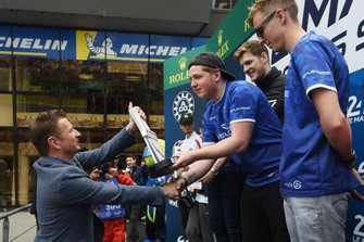 Allan McNish gives the trophy to Le Mans Esports Series Super Final winners Veloce Esports