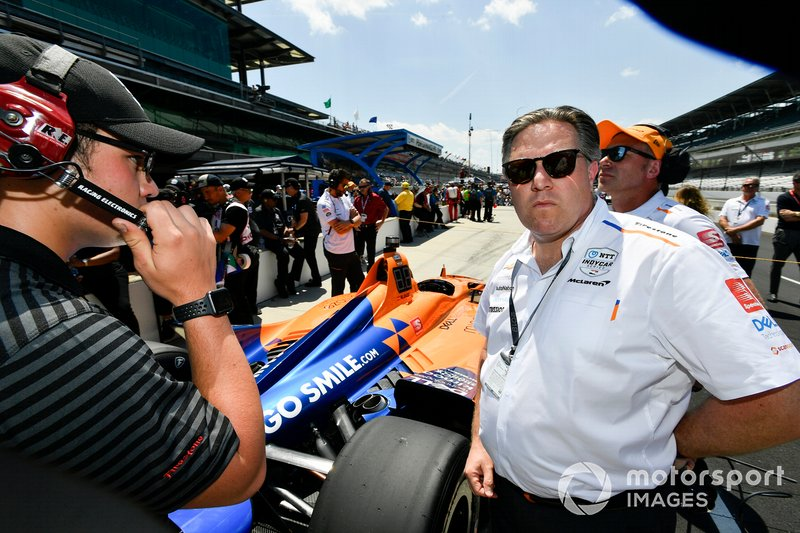 Fernando Alonso, McLaren Racing Chevrolet, Zak Brown inspects puncture after qualifying run