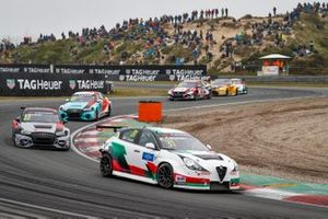 Кевин Чеккон, Team Mulsanne, Alfa Romeo Giulietta Veloce TCR, и Фредерик Вервиш, Audi Sport Team Comtoyou, Audi RS3 LMS TCR