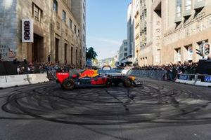 David Coulthard, Red Bull Racing RB7, Cape Town caddelerinde