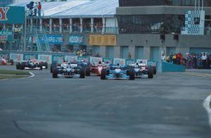 Michael Schumacher, Benetton, en tête au départ de la course