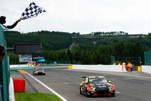 Yarış galibi Gilles Magnus, Comtoyou Racing Audi RS 3 LMS