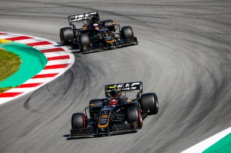 Kevin Magnussen, Haas F1 Team VF-19 leads Romain Grosjean, Haas F1 Team VF-19