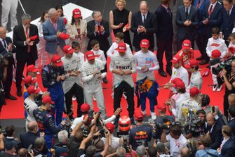 The drivers gather to pay tribute to the late Niki Lauda prior to the start