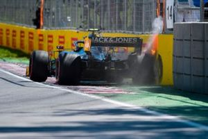 Kevin Magnussen, Haas VF-19 crashes in qualifying