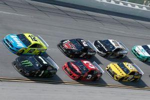 Kurt Busch, Chip Ganassi Racing, Chevrolet Camaro Monster Energy Ryan Blaney, Team Penske, Ford Mustang Menards/Knauf