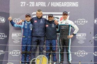 Podium: Racewinnaar Gabriele Tarquini, BRC Hyundai N Squadra Corse Hyundai i30 N TCR, tweede plaats Norbert Michelisz, BRC Hyundai N Squadra Corse Hyundai i30 N TCR, derde plaats Yann Ehrlacher, Cyan Performance Lynk & Co 03 TCR