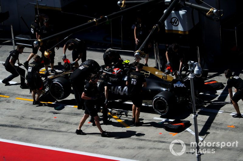 Kevin Magnussen, Haas F1 Team VF-19, in the pits