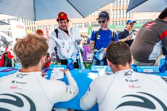 Fans meet Sam Bird, Envision Virgin Racing, Robin Frijns, Envision Virgin Racing at the autograph session