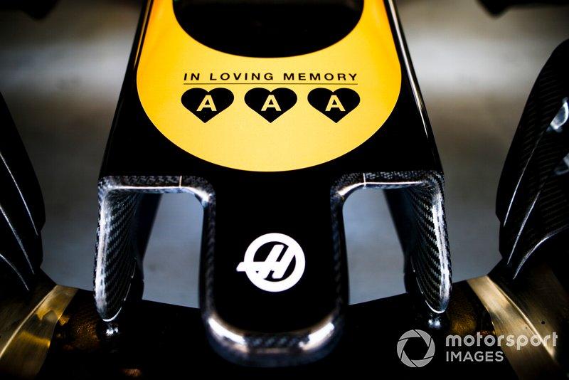 Un hommage aux enfants du fondateur de Jack & Jones Anders Holch Povlsen, décédés lors des attentats au Sri Lanka, sur la Haas F1 Team VF-19