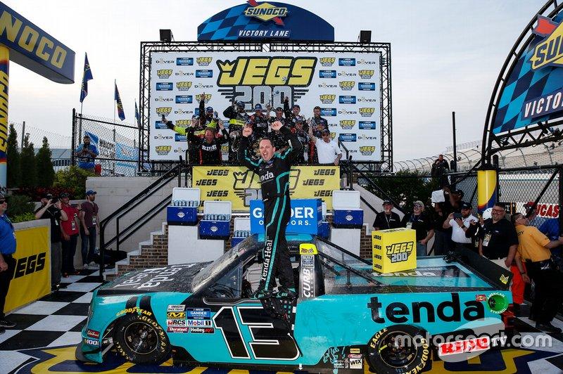 Race Winner Johnny Sauter, ThorSport Racing, Ford F-150 Tenda Heal