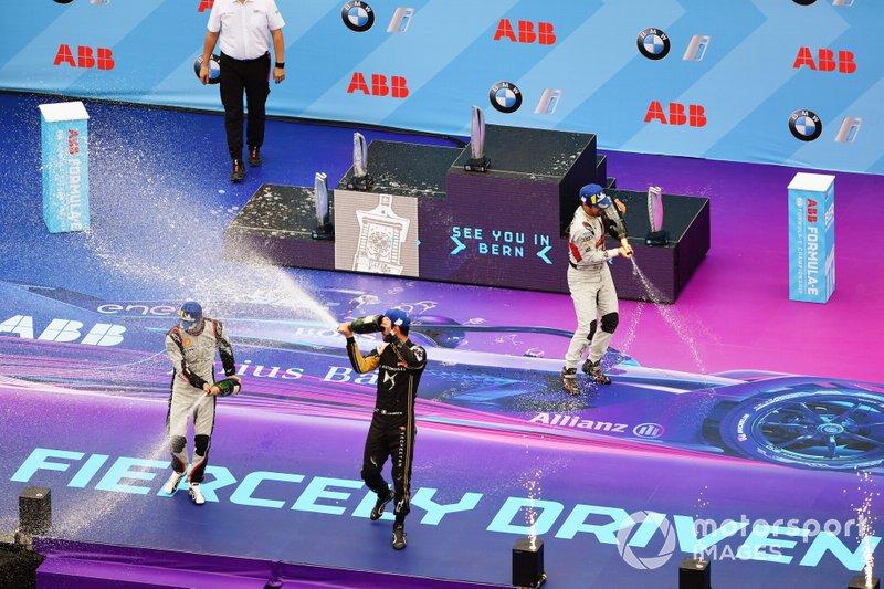 Lucas Di Grassi, Audi Sport ABT Schaeffler, sur le podium avec Sébastien Buemi, Nissan e.Dams, Jean-Eric Vergne, DS TECHEETAH