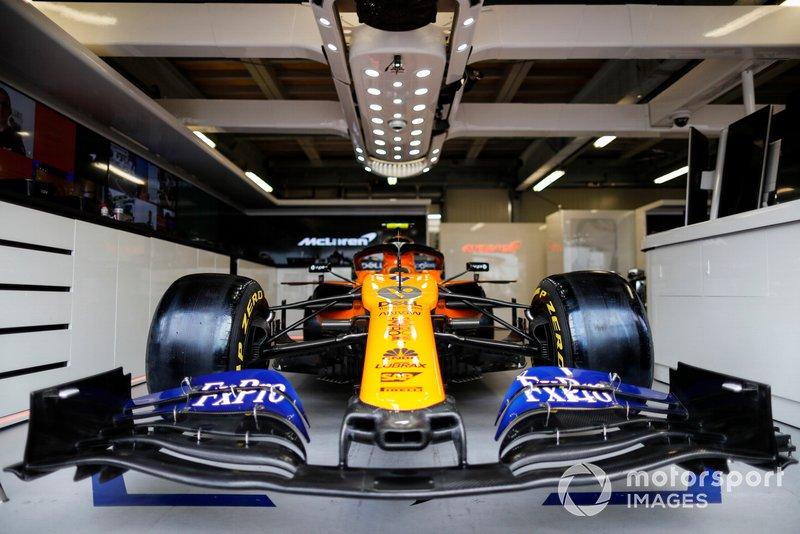 Coche de Lando Norris, McLaren MCL34 en el box
