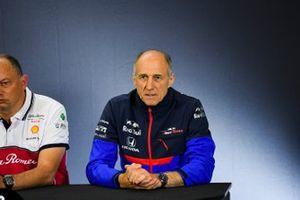Mario Isola, Racing Direktör, Pirelli Motorsport, Guenther Steiner, Takım Patronu, Haas F1, Mattia Binotto, Takım Patronu Ferrari, Frederic Vasseur, Takım Patronu, Alfa Romeo Racing, ve Franz Tost, Takım Patronu, Toro Rosso, Basın toplantısında