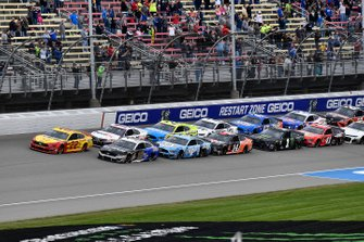 Joey Logano, Team Penske, Ford Mustang Shell Pennzoil leads the field with Aric Almirola, Stewart-Haas Racing, Ford Mustang Smithfield / Meijer