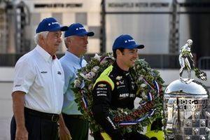 Simon Pagenaud, Team Penske Chevrolet, Roger Penske, BorgWarner Chief Executive Officer Frederic Lissalde
