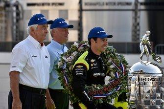 Simon Pagenaud, Team Penske Chevrolet, Roger Penske, y Frederic Lissalde