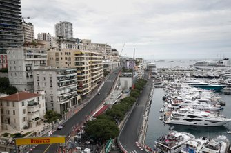 Daniel Ricciardo, Renault R.S.19, and Alexander Albon, Toro Rosso STR14