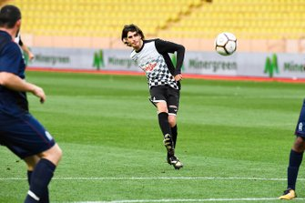 Antonio Giovinazzi plays football